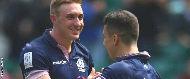 Dougie Fife (left) celebrates with Damien Hoyland