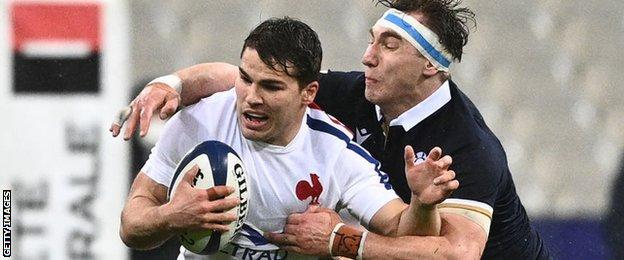 Antoine Dupont is tackled by Jamie Ritchie
