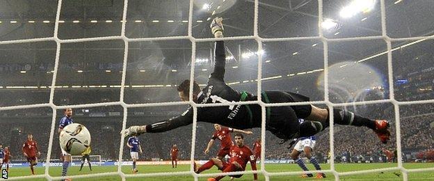Javi Martinez scores for Bayern Munich against Schalke