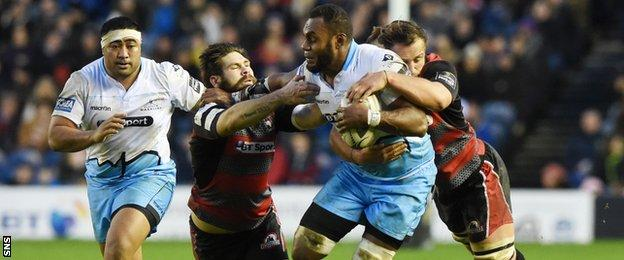 Leone Nakarawa carries for Glasgow