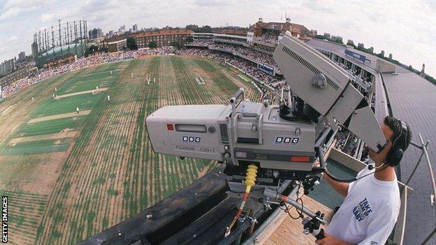 Morgan, Malan help England down Pakistan in second T20I