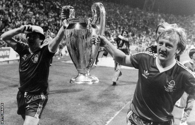 30th May 1979: The victorious players of Nottingham Forest carry the European Cup trophy on a lap of honour after their 1-0 victory over the Swedish side, Malmo, in the European Cup Final