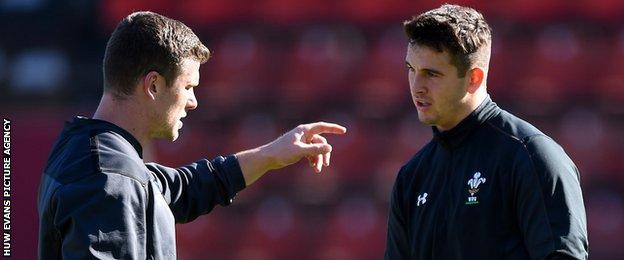 Scott Williams makes a point to Owen Watkin during a Wales training session