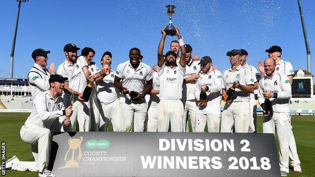 Warwickshire lift the Division Two trophy