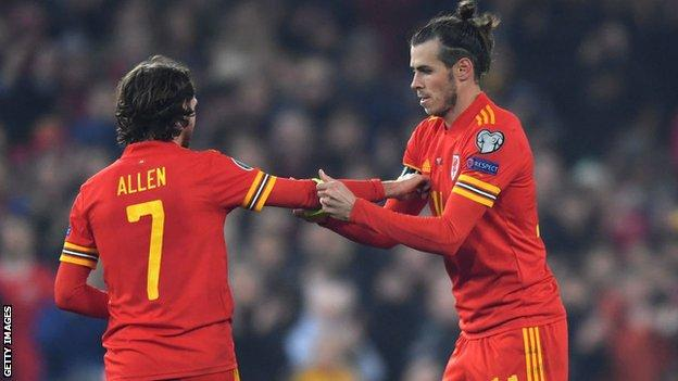 Gareth Bale gives Joe Allen the Wales captain's armband