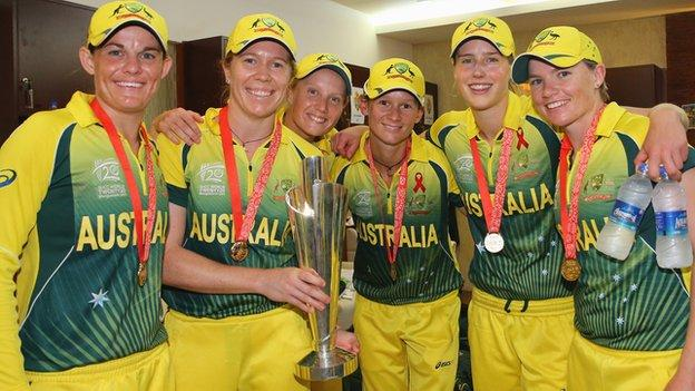 Australia's Erin Osborne, Alex Blackwell, Alyssa Healy, Julie Hunter, Ellyse Perry and Jess Cameron with the Women's World T20 trophy in 2014