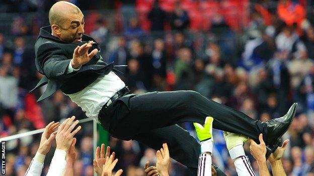 Roberto Di Matteo celebrating with players after winning the FA Cup