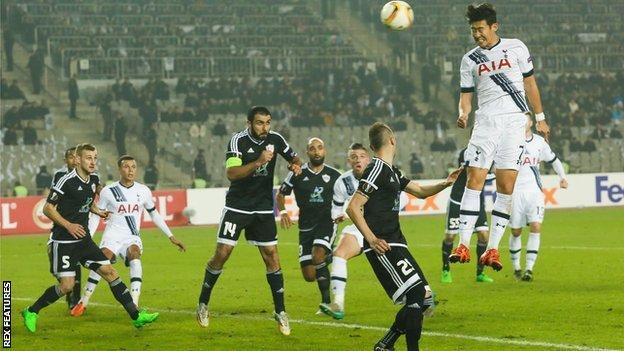 Tottenham attack in their game at FC Qarabag