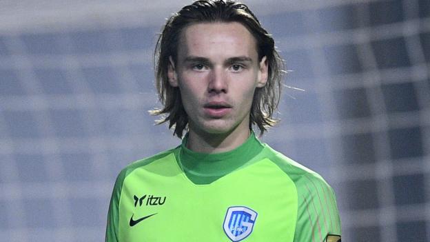 Maarten Vandevoordt: Genk goalkeeper could make Champions League debut aged 17 thumbnail