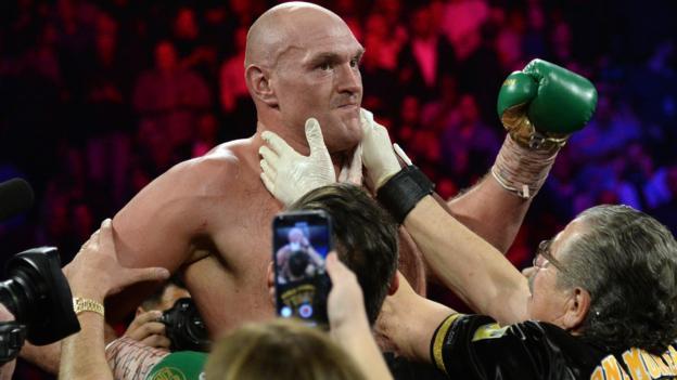 Tyson Fury đánh bại Deontay Wilder trong cuộc chiến danh hiệu thế giới ở Las Vegas