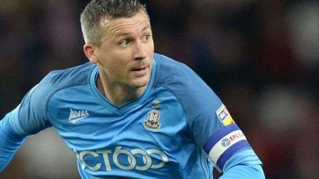 Paul Caddis: Swindon Town re-sign defender on short-term deal