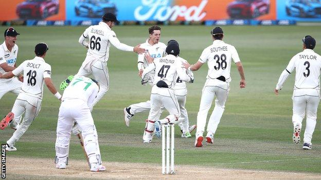 Mitchell Santner celebrates after taking final wicket of Naseem Shah