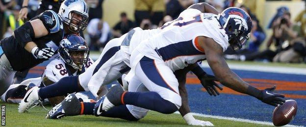 Malik Jackson scores a touchdown