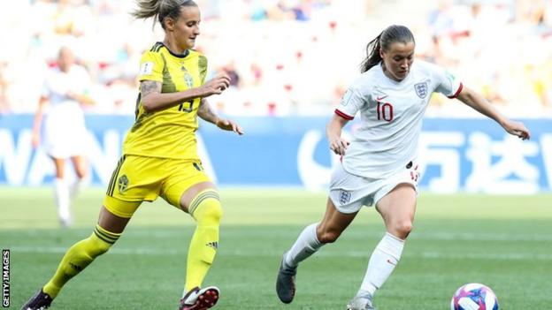 Fran Kirby playing for England