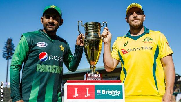Pakistan captain Sarfraz Ahmed and Australia skiipper Aaron Finch with the T20 series trophy