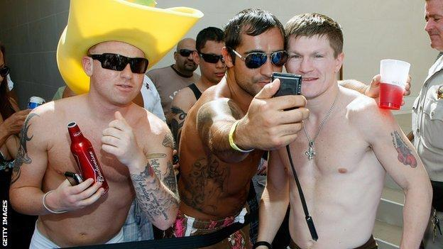Ricky Hatton mingles with fans in Las Vegas