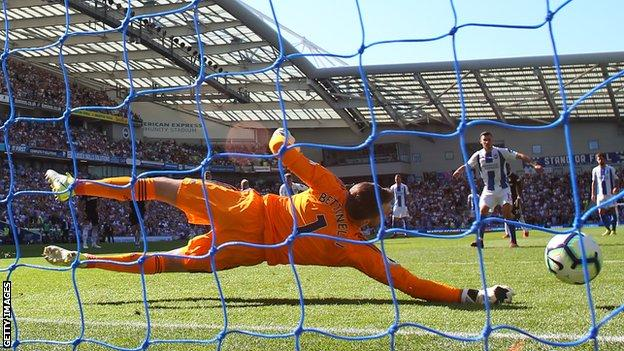 Marcus Bettinelli saves a penalty for Fulham