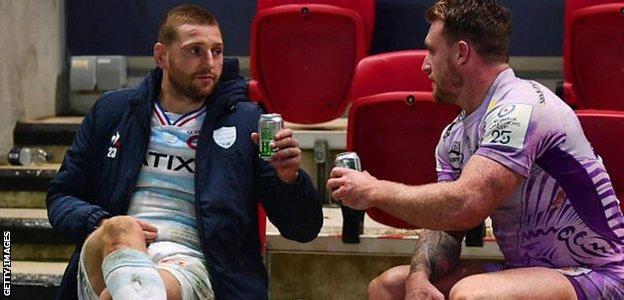 Stuart Hogg and Finn Russell share a beer