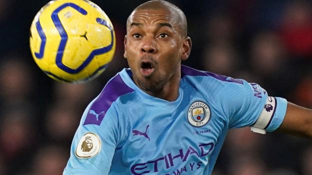 Fernandinho: Manchester City midfielder signs one-year contract extension - bbc