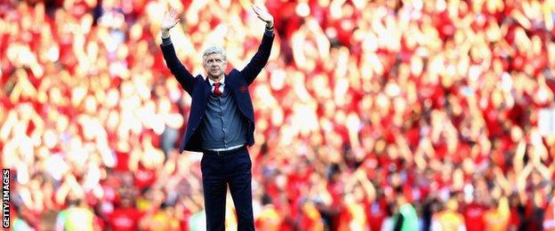 Arsene Wenger waves goodbye to the Emirates faithful