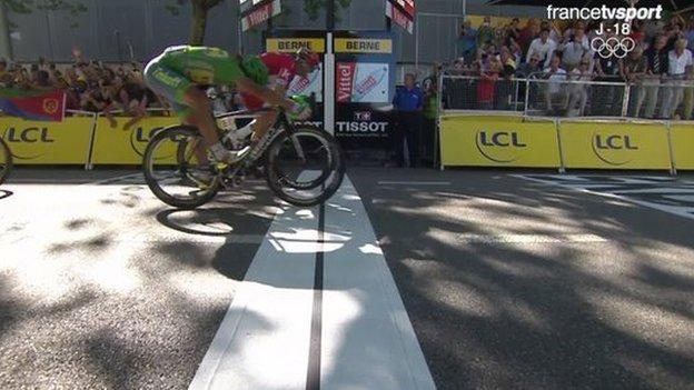 Peter Sagan beats Alexander Kristoff on the line