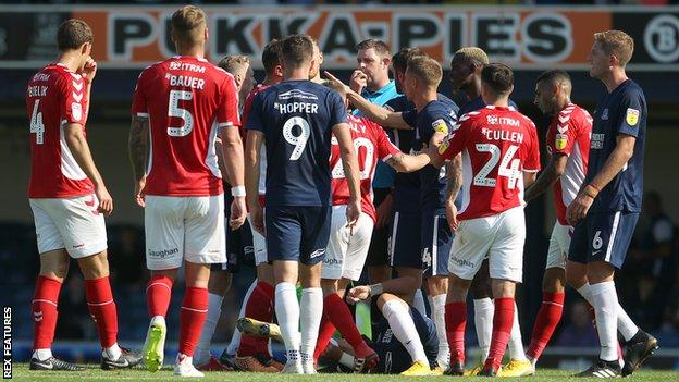 Southend v Charlton with three stoppage time red cards