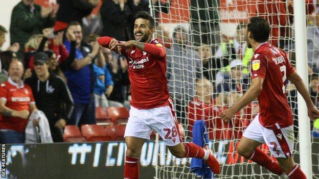 Tiago Silva celebrates