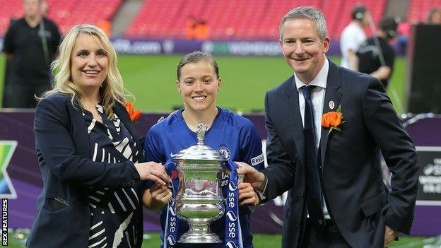 Emma Hayes and Frank Kirby celebrate Chelsea's 2018 FA Cup win