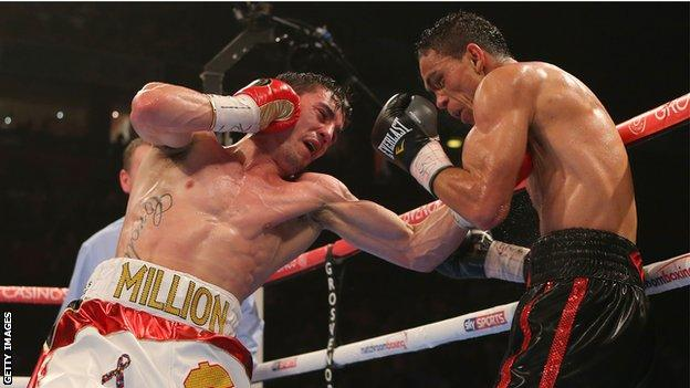 Anthony Crolla knocked out Colombia's Darleys Perez in the fifth round to win the WBA lightweight title.