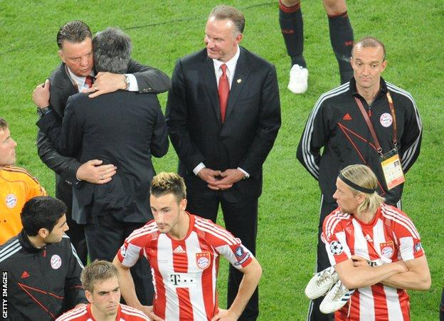 Mourinho and Van Gaal embrace after the 2010 Champions League final