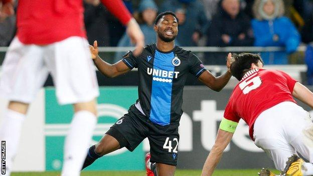 Emmanuel Dennis misses a chance against Manchester United