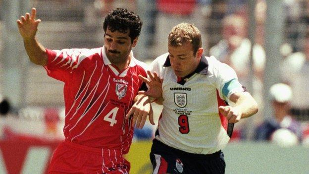 Alan Shearer plays for England against Tunisia in 1998