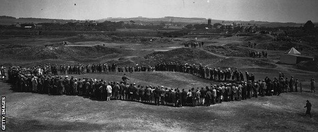 A large crowd of spectators follows Macdonald Smith in the 1925 Open Championship at Prestwick