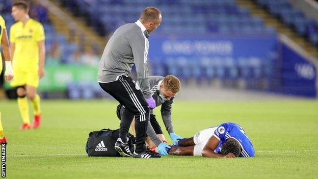 Wesley Fofana: Leicester City defender suffers bad leg injury in friendly thumbnail