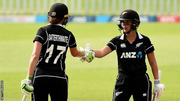 New Zealand batters Amy Satterthwaite (left) and Amelia Kerr (right) shake hands after beating England in the third ODI