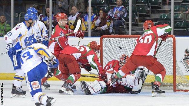 Flyers attack Devils goal