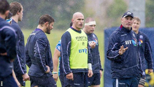 Vern Cotter addresses the Scotland players in training
