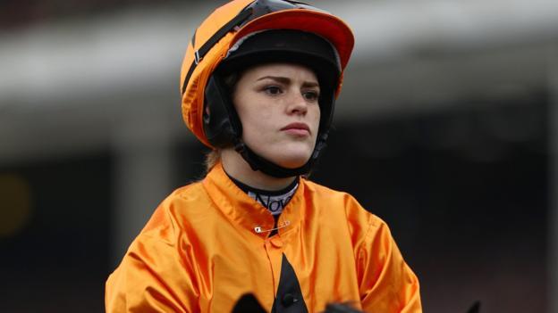 Lizzie Kelly annoyed by 'female jockey' label - BBC Sport