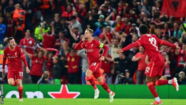 Jordan Henderson (centre) celebrates