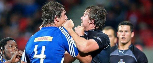 Eben Etzebeth and David Bulbring get to grips with each other during a Super Rugby match