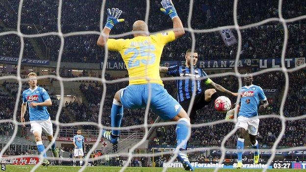 Mauro Icardi scores past Napoli goalkeeper Pepe Reina