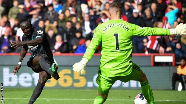 Sadio Mane of Liverpool shoots against Dean Henderson of Sheffield United
