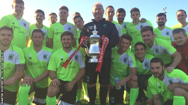 Tom Wade and his Blyth squad with FA Cup trophy