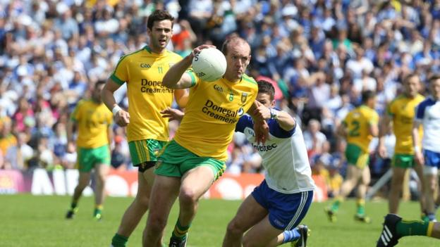Donegal's Neil Gallagher attempts to escape the attention of Monaghan's Ryan Wylie