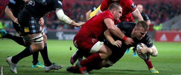 Glasgow's Matt Fagerson scores a try