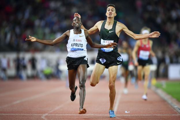 Kenya's Conseslus Kipruto beats Morocco's Soufiane el Bakkali to take gold in the men's 3,000m steeplechase
