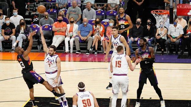 Chris Paul shoots for the Phoenix Suns