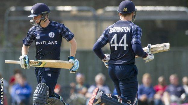 Scotland's Matthew Cross and Richie Berrington takes another ru