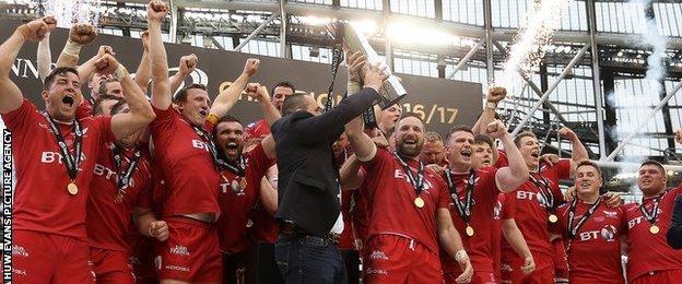 Champions Scarlets