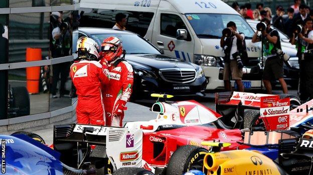 Sebastian Vettel in discussion with Kimi Raikkonen